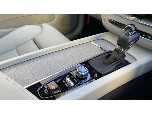 D4 AWD インスクリプション 2020年モデル レザーシート  前後シートヒーター ベンチレーション ステアリングヒーター サンルーフ ヘッドアップディスプレイ B&W ウッドパネル 前後パーキングセンサー(13枚目)