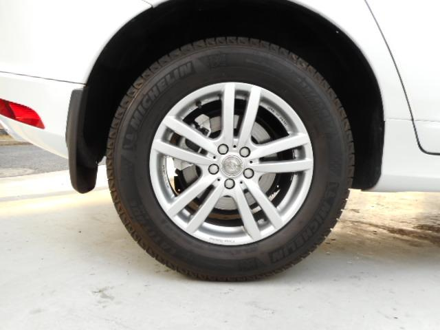 タイヤは純正AW18インチに履き替えてお渡しします。ご希望の方には中古のスタッドレスも4本プレゼント!