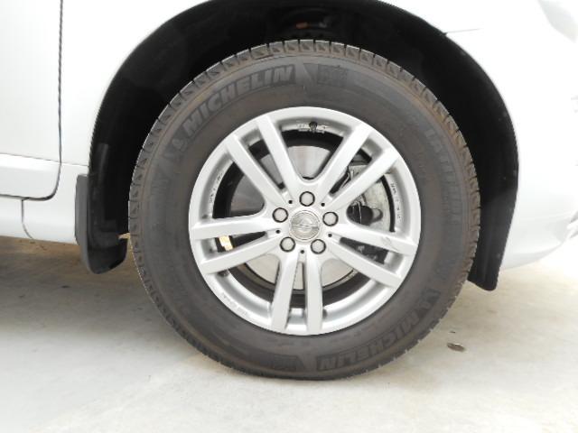 タイヤは純正AWに履き替えてお渡しします。ご希望の方には中古のスタッドレスも4本プレゼント!