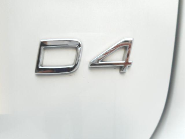 エンジンは北欧のクリーンディーゼルです。D4のエンブレムがディーゼルエンジンの証です