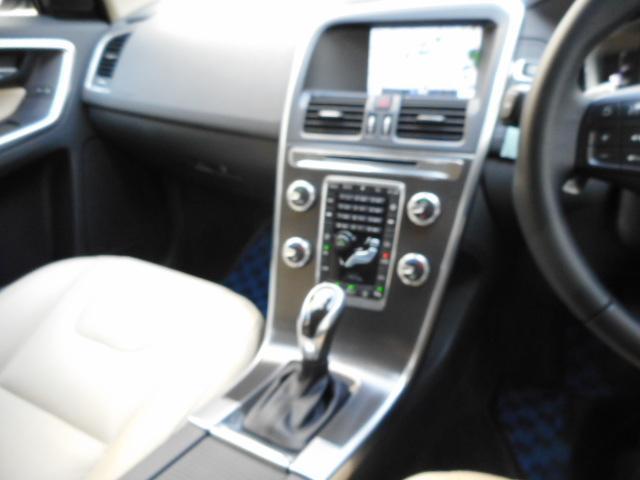 無駄のないシンプルなインパネ周りで、快適なドライブをサポート致します。