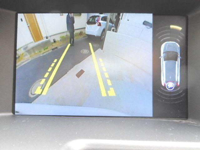 リアカメラも標準装備。リアセンサーも付いているので、車庫入れも安心です。