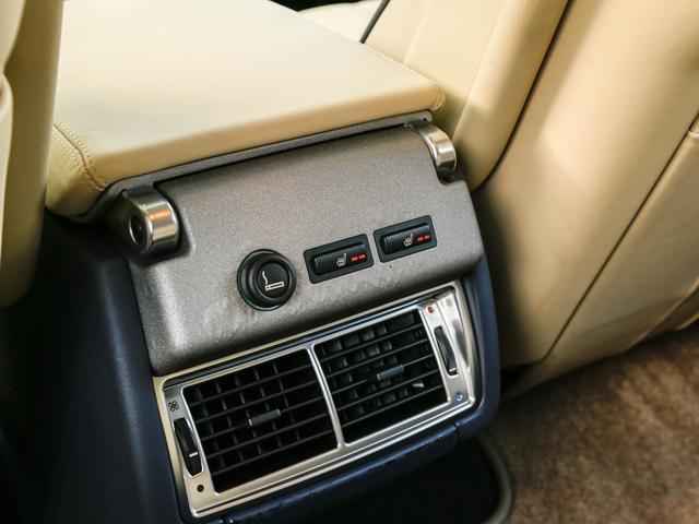後部座席にもシートヒーターを装備