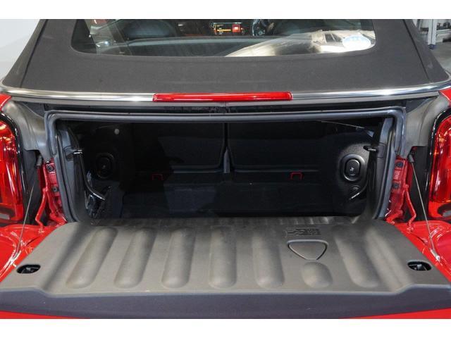 ジョンクーパーワークス コンバーチブル MINI認定中古車 オートマチックトランスミッション アップル・パッケージ カメラ・パッケージ 17インチ・アロイホイール MINIエキサイトメント ワイヤレス 2年保証 全国保証(11枚目)