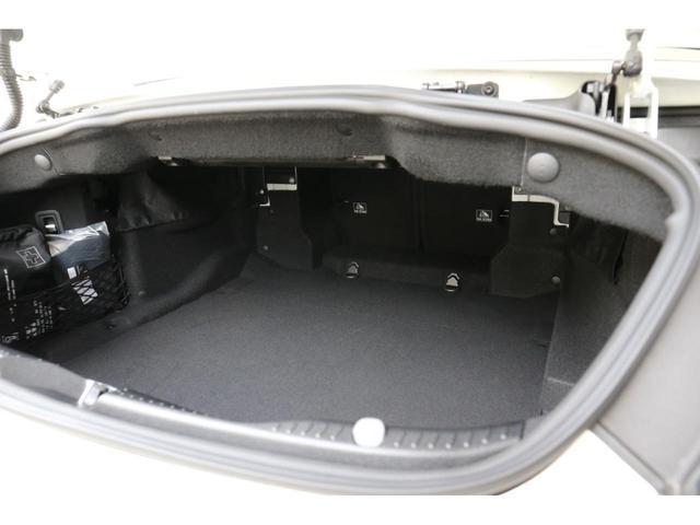 C63 Sカブリオレ 認定中古車 黒幌 レーダーセーフティパッケージ AMGカーボンパッケージ ヘッドアップディスプレイ Burmesterサラウンドサウンドシステム(14枚目)