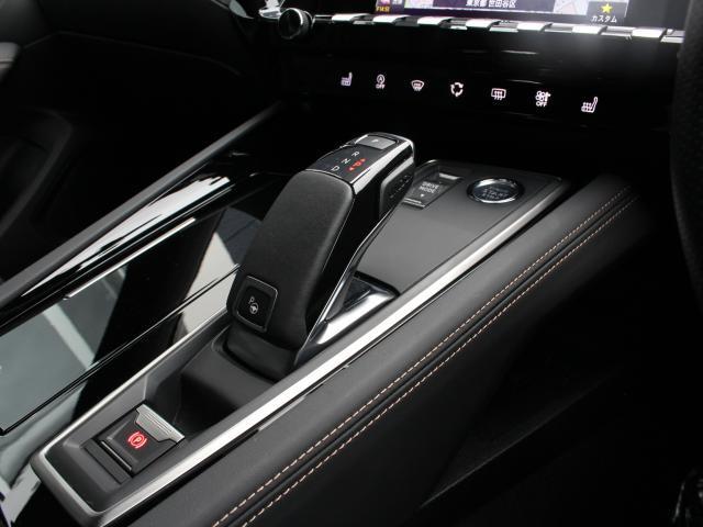 最新鋭のAT『EAT8』。走行のクオリティーと燃費性能も向上しております。