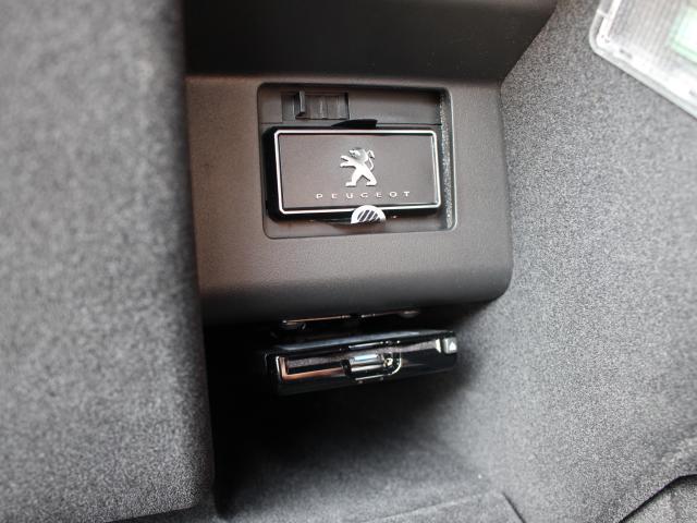 GT ブルーHDi 純正ナビ ETC2.0 プレミアム7シーター ワイドバックアイカメラ アクティブセーフティブレーキ レーンキープアシスト アクティブクルーズコントロール パワーリフトゲート(9枚目)