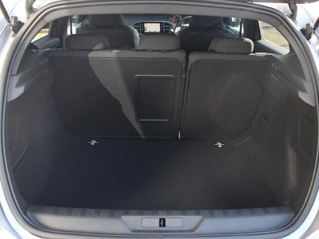 GTライン ブルーHDi 元・弊社デモカー  純正ナビ ETC Apple CarPlay/Android Auto フルLEDヘッドライト アクティブセーフティブレーキ アクティブクルーズコントロール  新車保証継承(13枚目)