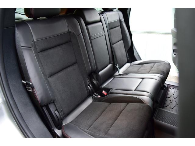 5人乗りのシートは、厚みもあり、長距離ドライブにも最適です。