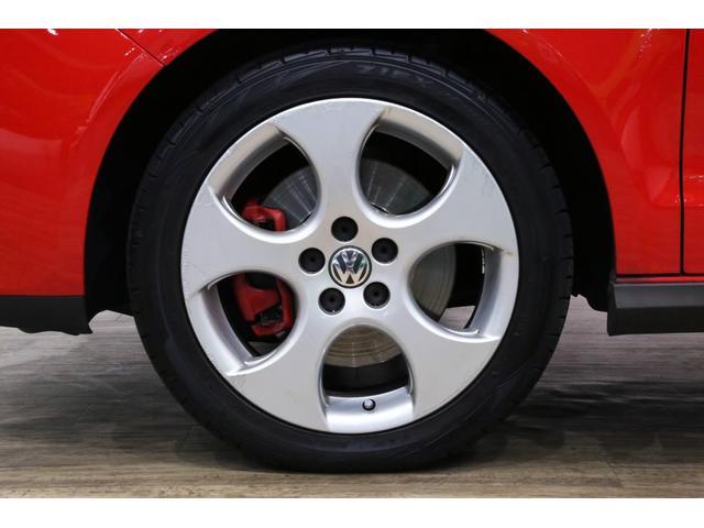 GTI専用純正16インチのアルミホイールは、目立つヨゴレや歪みもなく良い状態です!!前後左右のタイヤ4本は交換したばかりなので溝はタップリと残っております!!