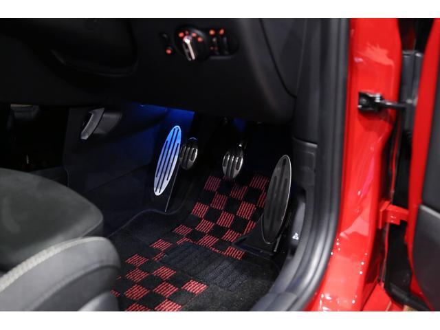 ジョンクーパーワークス 1オーナー マニュアル最終モデル 6MT ピアノブラックエクステリア JCWミラーキャップ シャギーチェックフロアマット 17インチJCWトラックスポーツブラックアルミ アダプティブLEDヘッドライト(29枚目)