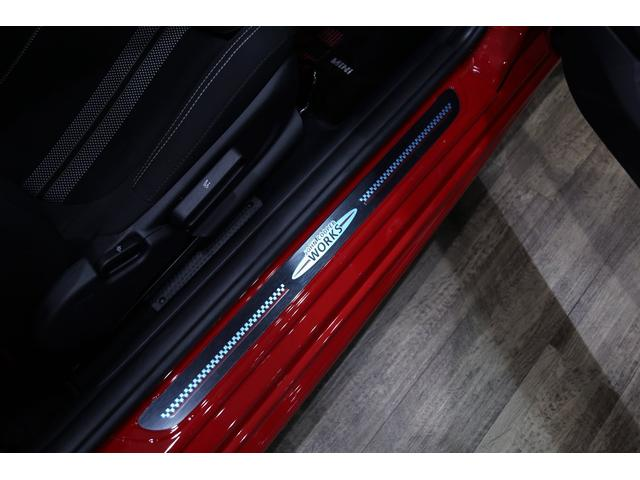 ジョンクーパーワークス 1オーナー マニュアル最終モデル 6MT ピアノブラックエクステリア JCWミラーキャップ シャギーチェックフロアマット 17インチJCWトラックスポーツブラックアルミ アダプティブLEDヘッドライト(33枚目)