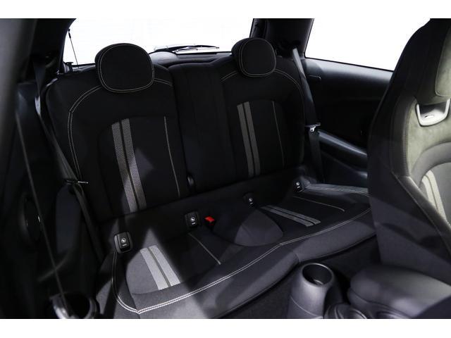 ジョンクーパーワークス 1オーナー マニュアル最終モデル 6MT ピアノブラックエクステリア JCWミラーキャップ シャギーチェックフロアマット 17インチJCWトラックスポーツブラックアルミ アダプティブLEDヘッドライト(34枚目)
