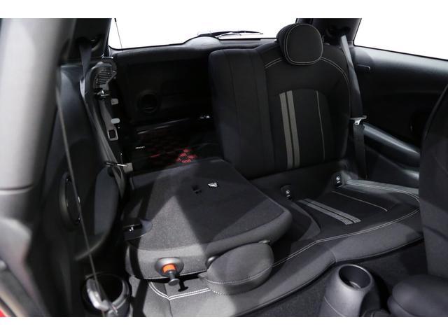 ジョンクーパーワークス 1オーナー マニュアル最終モデル 6MT ピアノブラックエクステリア JCWミラーキャップ シャギーチェックフロアマット 17インチJCWトラックスポーツブラックアルミ アダプティブLEDヘッドライト(35枚目)