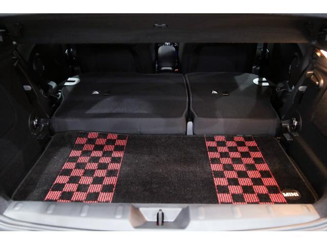 ジョンクーパーワークス 1オーナー マニュアル最終モデル 6MT ピアノブラックエクステリア JCWミラーキャップ シャギーチェックフロアマット 17インチJCWトラックスポーツブラックアルミ アダプティブLEDヘッドライト(36枚目)