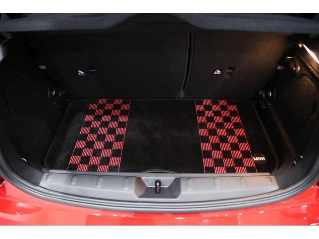 ジョンクーパーワークス 1オーナー マニュアル最終モデル 6MT ピアノブラックエクステリア JCWミラーキャップ シャギーチェックフロアマット 17インチJCWトラックスポーツブラックアルミ アダプティブLEDヘッドライト(37枚目)