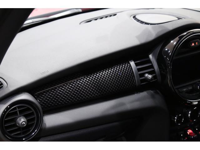 ジョンクーパーワークス 1オーナー マニュアル最終モデル 6MT ピアノブラックエクステリア JCWミラーキャップ シャギーチェックフロアマット 17インチJCWトラックスポーツブラックアルミ アダプティブLEDヘッドライト(49枚目)