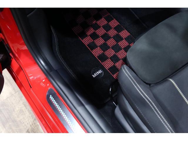 ジョンクーパーワークス 1オーナー マニュアル最終モデル 6MT ピアノブラックエクステリア JCWミラーキャップ シャギーチェックフロアマット 17インチJCWトラックスポーツブラックアルミ アダプティブLEDヘッドライト(51枚目)
