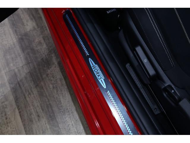 ジョンクーパーワークス 1オーナー マニュアル最終モデル 6MT ピアノブラックエクステリア JCWミラーキャップ シャギーチェックフロアマット 17インチJCWトラックスポーツブラックアルミ アダプティブLEDヘッドライト(52枚目)