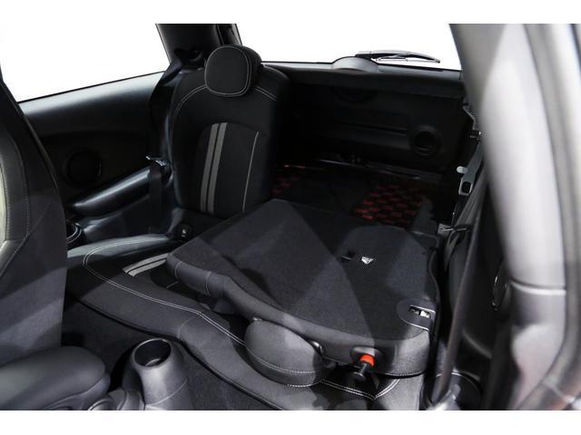 ジョンクーパーワークス 1オーナー マニュアル最終モデル 6MT ピアノブラックエクステリア JCWミラーキャップ シャギーチェックフロアマット 17インチJCWトラックスポーツブラックアルミ アダプティブLEDヘッドライト(57枚目)