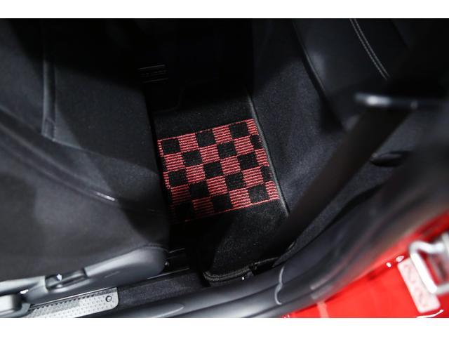ジョンクーパーワークス 1オーナー マニュアル最終モデル 6MT ピアノブラックエクステリア JCWミラーキャップ シャギーチェックフロアマット 17インチJCWトラックスポーツブラックアルミ アダプティブLEDヘッドライト(58枚目)
