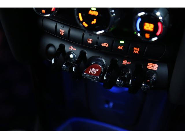 ジョンクーパーワークス 1オーナー マニュアル最終モデル 6MT ピアノブラックエクステリア JCWミラーキャップ シャギーチェックフロアマット 17インチJCWトラックスポーツブラックアルミ アダプティブLEDヘッドライト(70枚目)