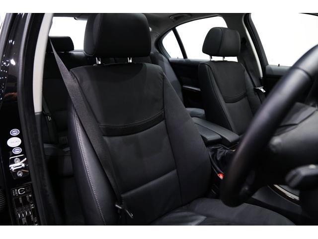 正規ディーラー車 BMW 535iセダン 右ハンドル ブラックサファイアメタリック/ブラックレザー