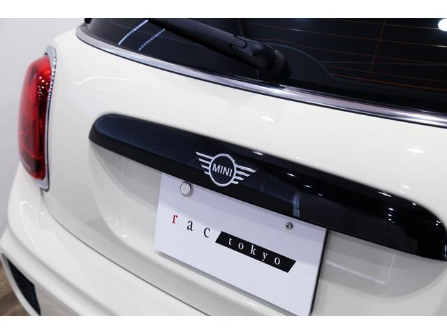 ジョンクーパーワークス 1オーナー 6MT マニュアル トラックスタイル TLC5年サービスパッケージ付 カメラ&パーキングアシストパッケージ アダプティブサスペンション シートヒーター プライバシーガラス(28枚目)