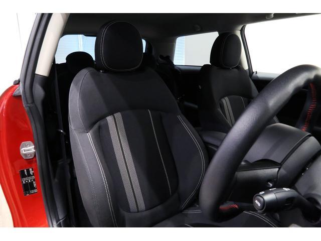 クーパーS 6MT/1オーナー/ペッパーパッケージ/クロームラインエクステリア/JCWステアリング/アルミペダル/バックカメラ/ブラック16インチアルミ/スポーツシート/ブラックルーフ・ドアミラー/(4枚目)