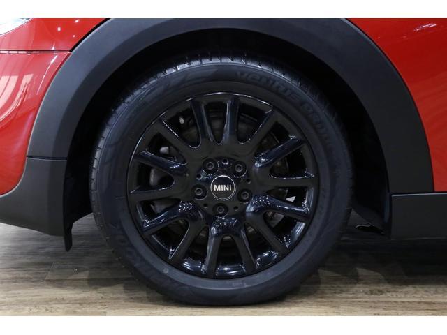 クーパーS 6MT/1オーナー/ペッパーパッケージ/クロームラインエクステリア/JCWステアリング/アルミペダル/バックカメラ/ブラック16インチアルミ/スポーツシート/ブラックルーフ・ドアミラー/(5枚目)