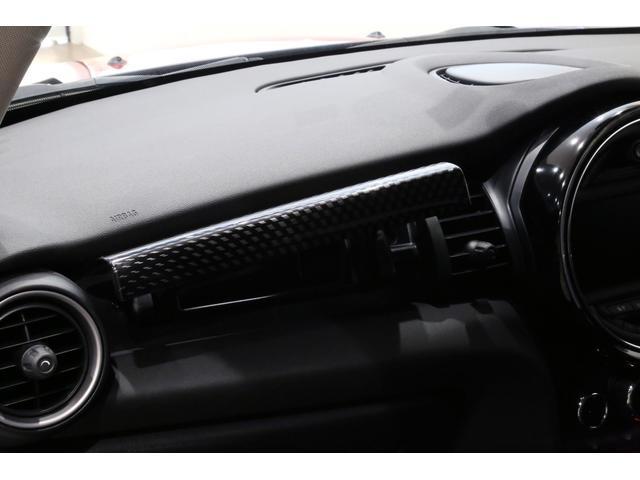 クーパーS 6MT/1オーナー/ペッパーパッケージ/クロームラインエクステリア/JCWステアリング/アルミペダル/バックカメラ/ブラック16インチアルミ/スポーツシート/ブラックルーフ・ドアミラー/(14枚目)