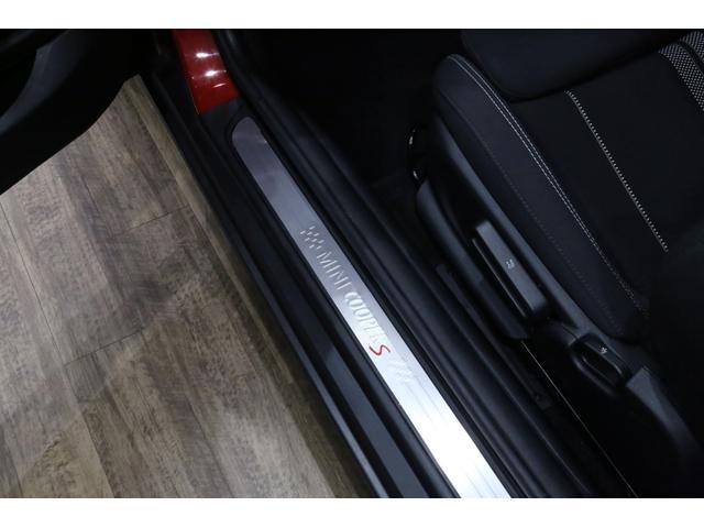 クーパーS 6MT/1オーナー/ペッパーパッケージ/クロームラインエクステリア/JCWステアリング/アルミペダル/バックカメラ/ブラック16インチアルミ/スポーツシート/ブラックルーフ・ドアミラー/(18枚目)