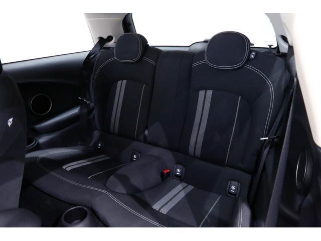 クーパーS 6MT/1オーナー/ペッパーパッケージ/クロームラインエクステリア/JCWステアリング/アルミペダル/バックカメラ/ブラック16インチアルミ/スポーツシート/ブラックルーフ・ドアミラー/(20枚目)