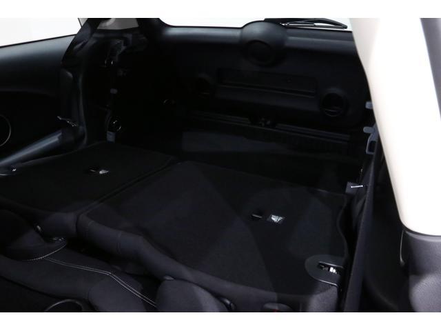 クーパーS 6MT/1オーナー/ペッパーパッケージ/クロームラインエクステリア/JCWステアリング/アルミペダル/バックカメラ/ブラック16インチアルミ/スポーツシート/ブラックルーフ・ドアミラー/(21枚目)