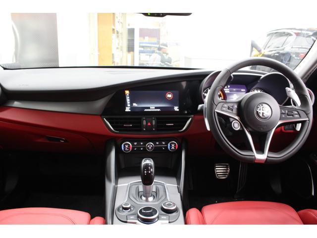 シンプル且つフォーマルなイタリアンデザインを採用しドライビングに集中できるよう設計されたインテリア0066−9700−1023までお問い合わせください