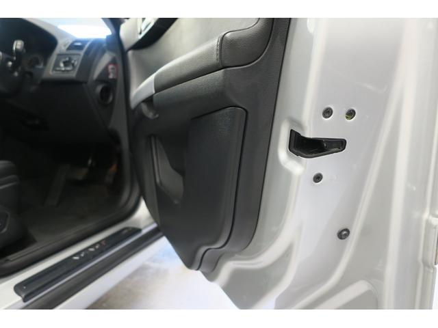 ドライバー席ドア・ロック部、綺麗です
