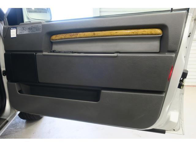 """ドライバー席ドア内張り。940によくある、内装の""""浮き""""も全くありません。"""