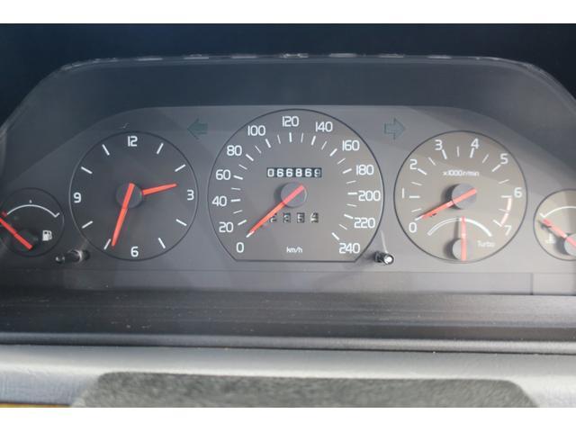 コンビメーター。走行距離は試乗などで伸びる可能性があります。28年の車検をとってから、元オーナーは300km弱しか乗っておられませんでした。