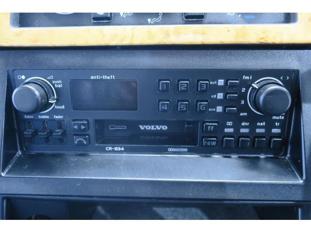 純正オーディオ。カセットテープですが、ぜひ、このまま残してほしいです。。リアにある6連奏CDカセットと連携し、キチンと鳴ります。