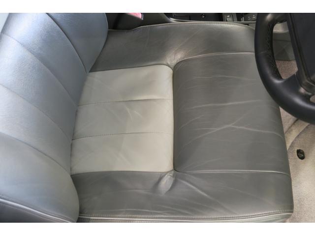 ドライバー席座面。キズ/スレなどなく綺麗です。