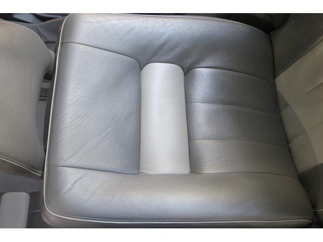ドライバー席背面。綺麗です。