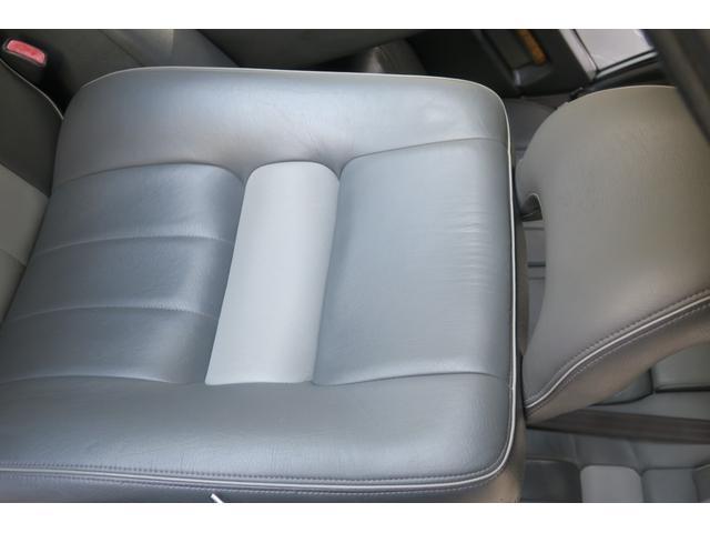 パッセンジャー席背面。