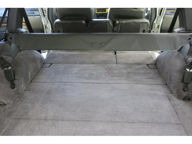 リア席を倒すと、更に広大なスペースが確保できます。