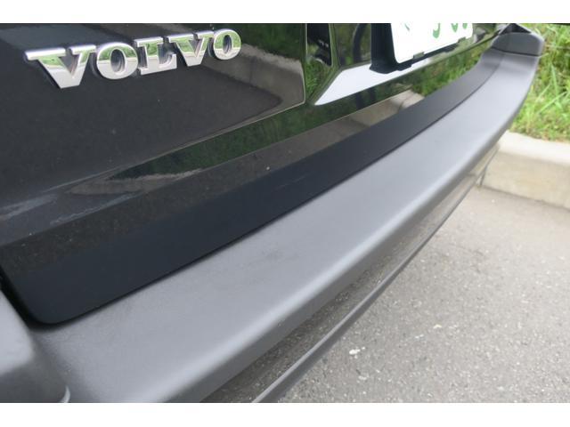 ブレーキには、ブレンボ製アルミ対向4ピストンキャリパーが奢られています。