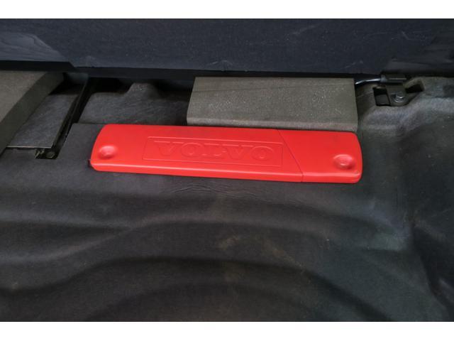 ラジッジボード前側には、三角表示板を装備。