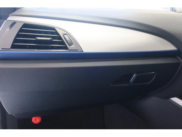 パッセンジャー席側アルミパネルがスポーティです。