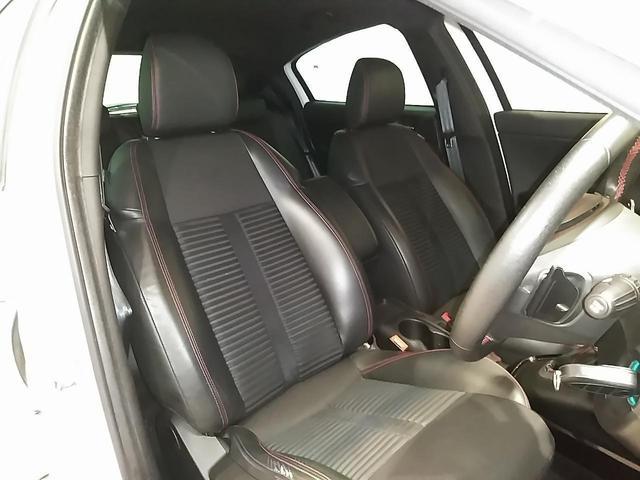 運転席及び助手席はパワーシート及びシートヒーター付きです。