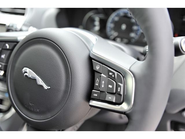 追従式のクルーズコントロールは高速道路の運転をサポートしてくれます。