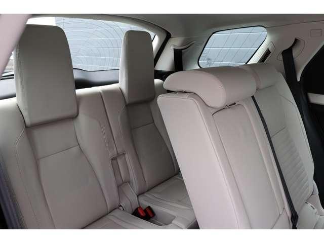 S 200PS 2.0Lガソリン 現行モデル アダプティブクルーズコントロール ステアリングヒーター OPカラーアイガーグレー(4枚目)