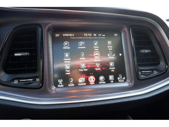 大型8インチモニターでは車両の様々な設定や各種メディアの再生など多彩な機能を装備しております